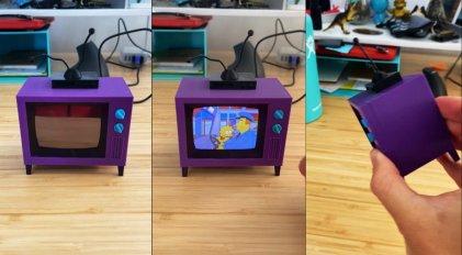 Crearon una TV en miniatura de Los Simpson que reproduce los episodios
