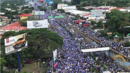 """Nicaragua: Masiva marcha y represión, con el trasfondo del """"diálogo nacional"""""""