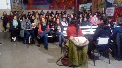 """Charla debate: """"Sin aborto legal no hay ni una menos"""""""