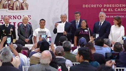 Entre reclamos de justicia, AMLO crea Comisión de la Verdad por Ayotzinapa