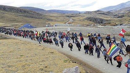Comunidades campesinas en pie de lucha contra las mineras en Perú