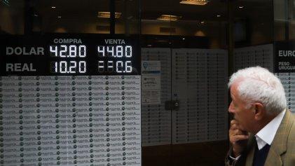 """Pánico e incertidumbre en los """"mercados"""": caen los bonos argentinos, suben el dólar y el riesgo país"""
