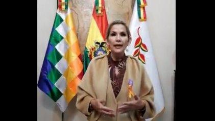 Bolivia: la golpista Áñez habla de violencia machista mientras ataca a las mujeres de pollera