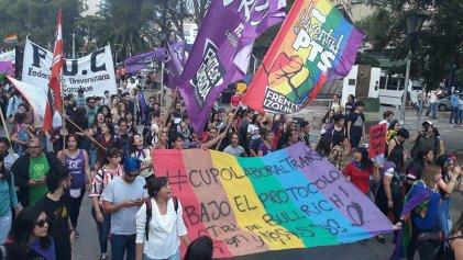 """Al filo de su mandato, Vidal """"se acordó"""" de reglamentar el cupo laboral trans"""
