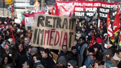 En medio de masivas protestas, Macron lanzó su nuevo proyecto de reforma