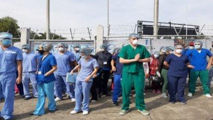 Protesta del personal de salud en Guatemala pide descentralizar test de Covid-19 y contrato efectivo