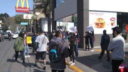 Movilizacion de trabajadores de McDonald's en Monte Grande