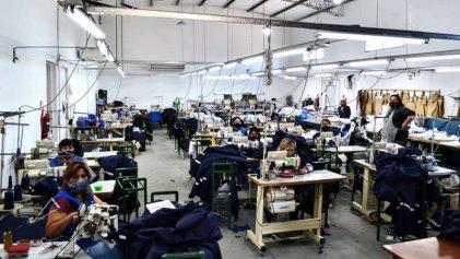 Puntadas de lucha: Día Mundial de la Costurera Textil en la cooperativa Traful Newen