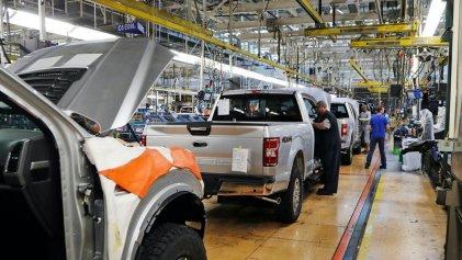 Trabajadores automotrices de México denuncian decenas de muertes por covid-19