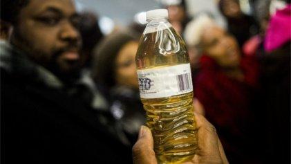 Condenan a nueve funcionarios en Michigan por desastre del río Flint