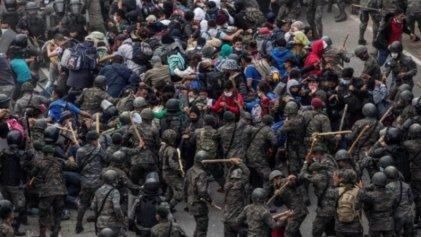 Brutal operativo de la Policía y el Ejército reprime a migrantes en Guatemala