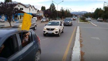Multitudinaria caravana apoyó a la lucha de Salud en Junín de los Andes