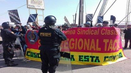 Docentes peruanos de educación básica inician huelga indefinida