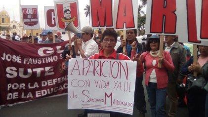 Docentes del Perú se suman al reclamo por Santiago Maldonado