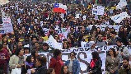 Docentes chilenos rechazaron la propuesta del Gobierno y continúan la huelga indefinida