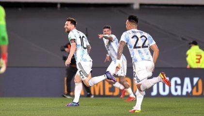 Argentina le ganó a Uruguay 3 a 0 en el clásico rioplatense