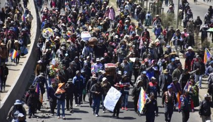 [Video] Urgente: reprimen multitudinaria marcha que ingresaba a La Paz por la renuncia de Áñez y contra el golpe
