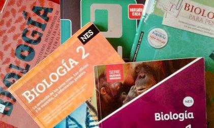 """Ciencia """"neutral"""" y statu quo: lo que omiten los libros de texto escolares"""