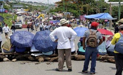 En Chiapas no arranca el ciclo escolar; maestros realizan tomas y bloqueos
