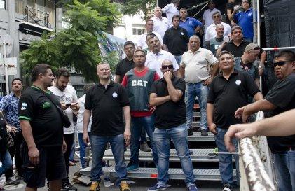 Basta de dirigentes millonarios y vendidos: recuperemos los sindicatos