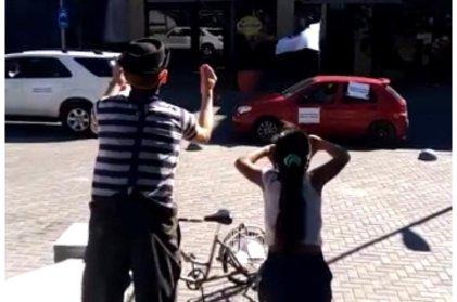 Catamarca: liberaron al artista que se manifestaba en contra de la caravana prominera