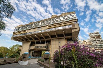 Teatro al aire libre: el Cervantes hará funciones en la Biblioteca Nacional