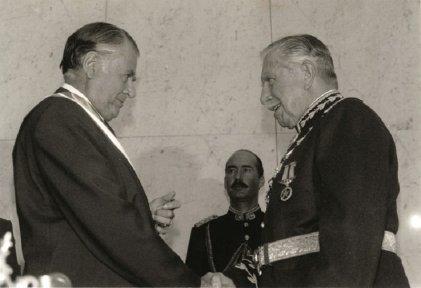 Cuando Aylwin asumió la presidencia de Chile de manos de Pinochet