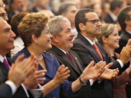 """Lula apoya los recortes, Dilma y Renan defienden el plan social """"bolsa familia"""""""