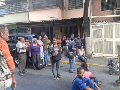 Tercerizados de la Universidad de Venezuela salen a la calle exigiendo el pago de salarios, tickets y aguinaldos