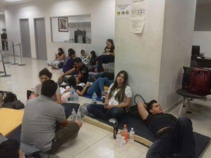Maestros en Ciudad Juárez exigen pago de salarios atrasados y basificación