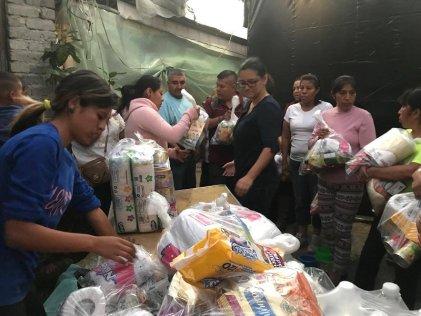 Trabajadores del STUNAM entregan acopio a zonas afectadas por el sismo