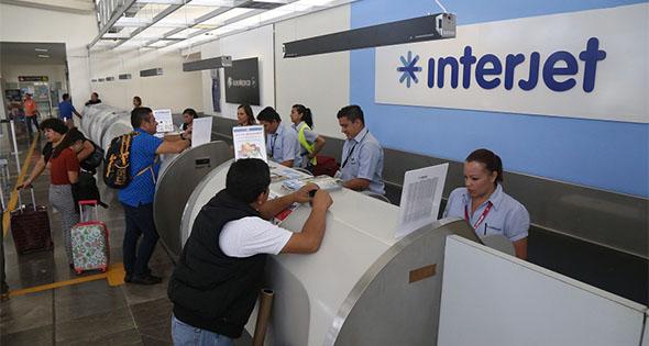 """Interjet reduce sueldos 50%, con la """"ayuda"""" de la dirección sindical"""