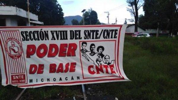 CNTE bloquea vías férreas en solidaridad con normalistas de Michoacán