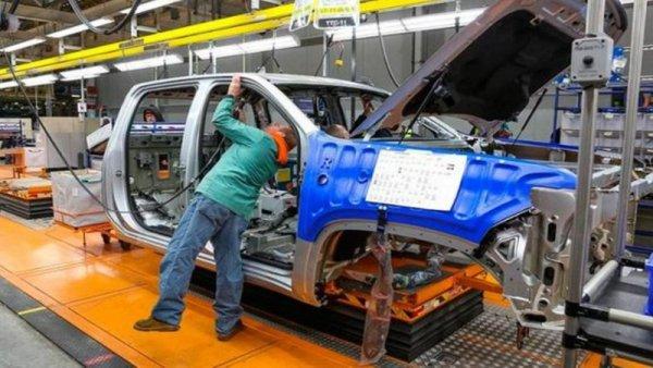 50% del salario y vacaciones adelantadas en General Motors Coahuila por paro técnico