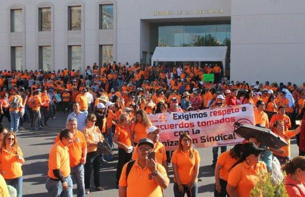 Continúa lucha de maestros en Chihuahua