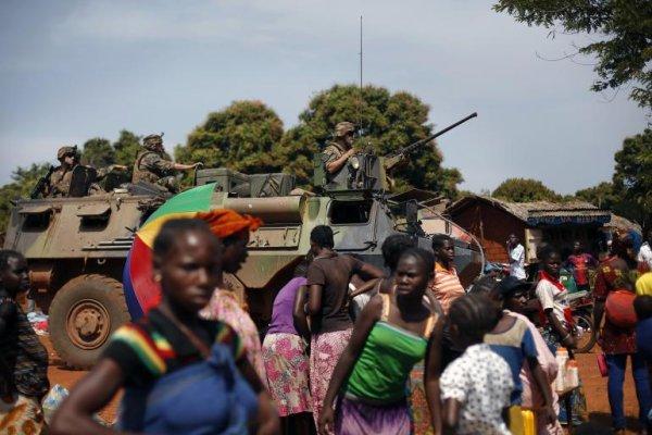 Francia suspende la ayuda militar en medio de la rivalidad franco-rusa en África